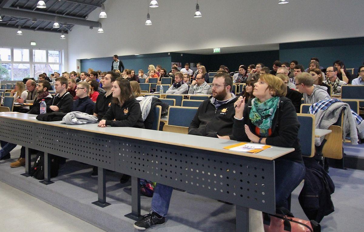 Viele Studentenvereinigungen hatten sich im Audimax eingefunden.
