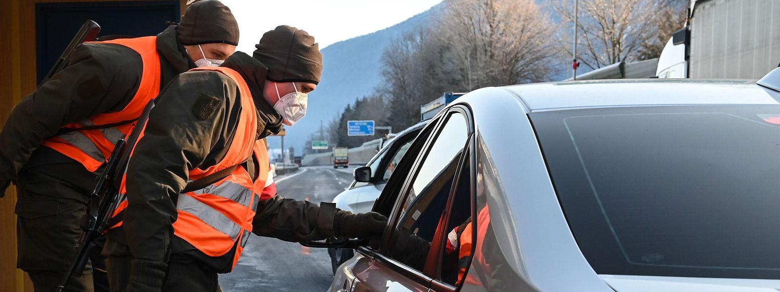 Côté allemand, les autorités n'excluent pas la possibilité d'effectuer des contrôles aléatoires pour les automobilistes qui passeraient de l'autre côté de la Moselle.