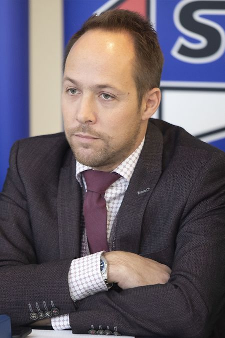 Au centre de l'affaire, l'adjudant-chef Christian Schleck, ne s'adresse à la presse qu'à travers son avocat Me Marc Kohnen.