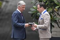 King Philippe of Belgium (L) welcomes nationalist N-VA party chairman Bart De Wever (R) for a meeting at the Royal Palace in Brussels on May 27, 2019, a day after the regional, federal and European elections. (Photo by DIRK WAEM / Belga / AFP) / Belgium OUT