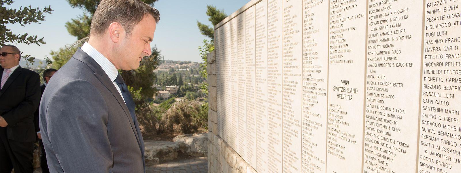 Xavier Bettel au mémorial de Yad Vashem.