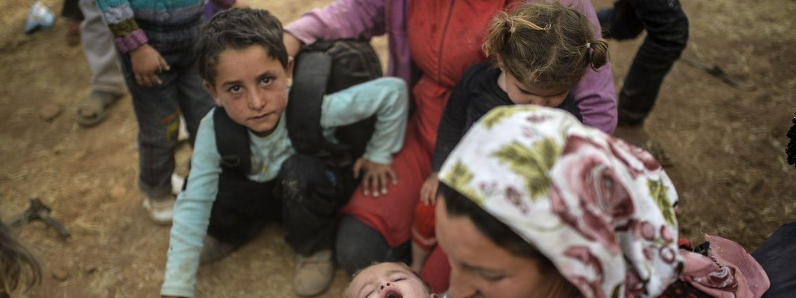 Diese syrischen Kurden sind vor der IS in die türkische Stadt Suruc geflohen.