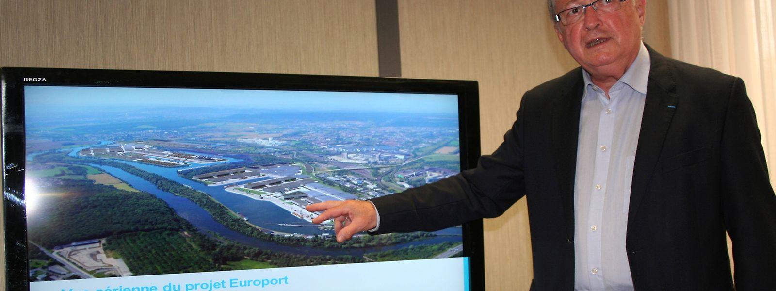 Le vice-président de l'Europort, Jean-Charles Louis, a présenté la concession qui permettra au train de la soie d'arriver jusqu'à Illange