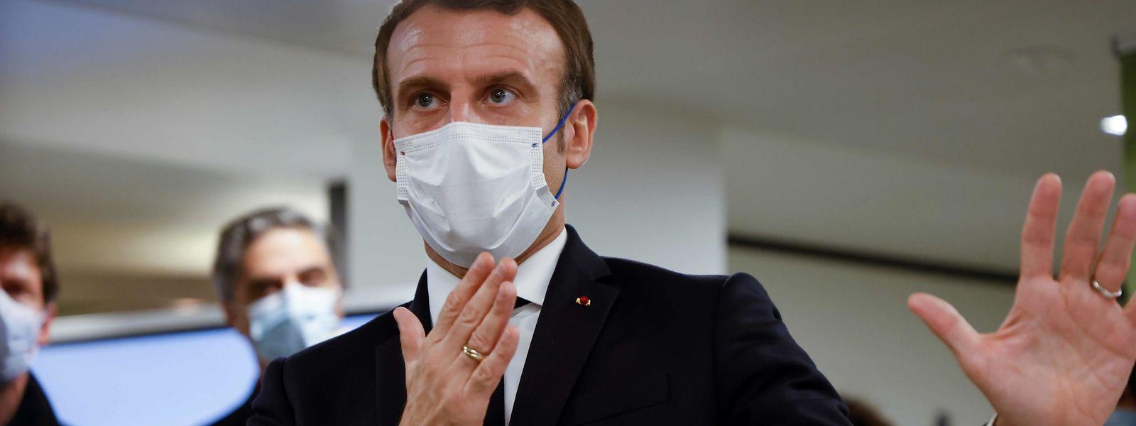 Le président Macron a annoncé plus de souplesse, pile au moment où la France franchit le cap des 50.000 décès liés au covid.