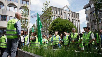 Des salariés manifestent pour le maintien de la prime de conjoncture de juin.