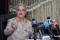 ARCHIV - 21.05.2014, Libyen, Abyar: Der lybische General Chalifa Haftar spricht während einer Pressekonferenz einer Kleinstadt nahe Bengasi.  Der einflussreiche General gab seinen Truppen am Donnerstag den Befehl zum Vormarsch auf die Hauptstadt Tripolis, wo die international anerkannte Regierung sitzt. Haftars Truppen waren in den vergangenen Monaten von Osten bis an die Grenze zu Algerien im Westen Libyens vorgerückt. Sie brachten unter anderem Ölquellen unter ihre Kontrolle. Unterstützt wird Haftar von Ägypten, den Vereinigten Arabischen Emiraten (VAE) und Russland. Foto: Mohammed Elshaiky/EPA/dpa +++ dpa-Bildfunk +++