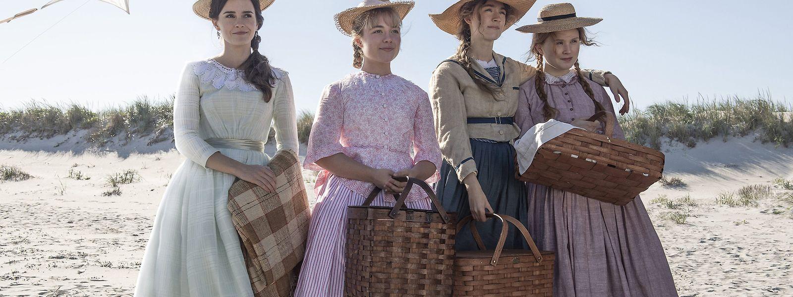 Greta Gerwig erzählt die Geschichte der Schwestern Meg (Emma Watson), Amy (Florence Pugh), Jo (Saoirse Ronan) und Beth March (Eliza Scanlen) (v.l.n.r.), die Mitte des 19. Jahrhunderts ihren Platz in der Gesellschaft zu finden versuchen.