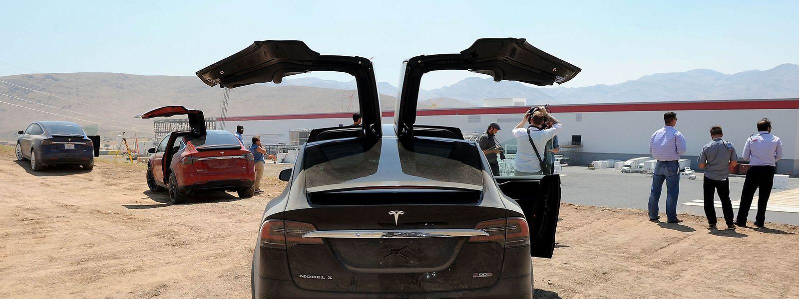 Neben dem bisherigen Hauptwerk im kalifornischen Fremont arbeitet Tesla an einer Gigafactory in Nevada, wo bereits die Batterieproduktion angelaufen ist.