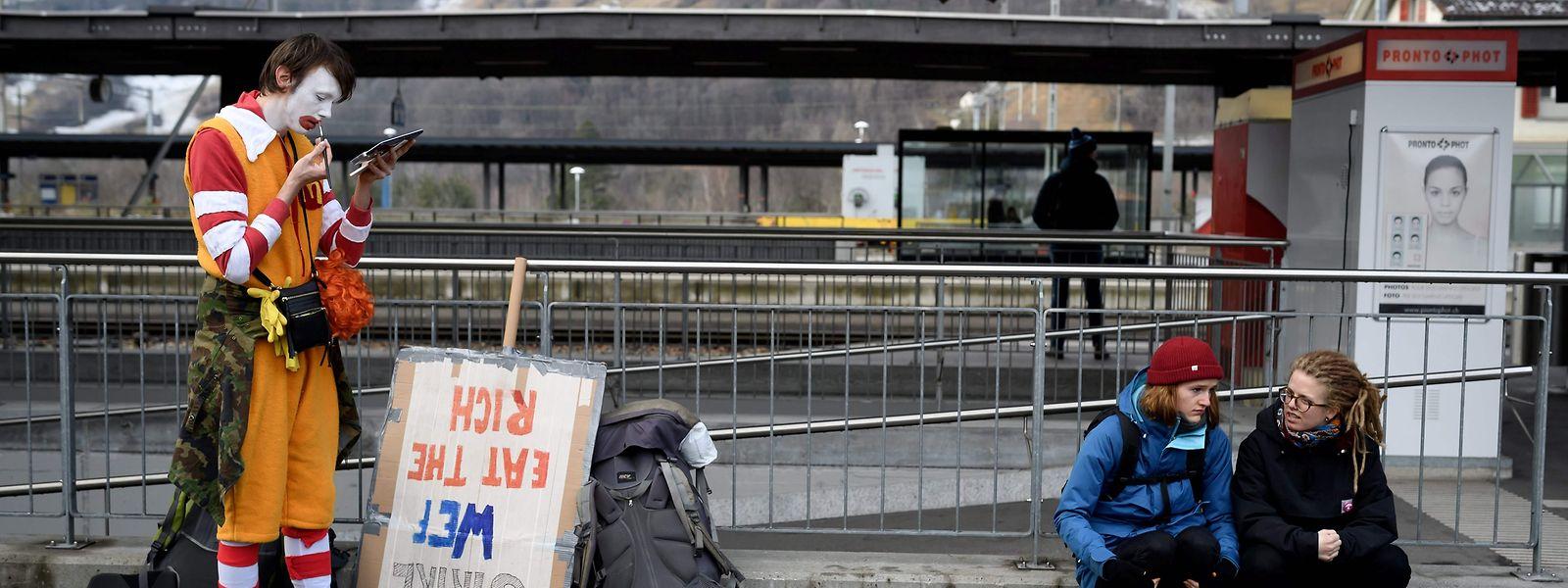 Les inégalités sociales, un thème en marge du Forum économique mondial qui s'ouvre mardi à Davos, en Suisse