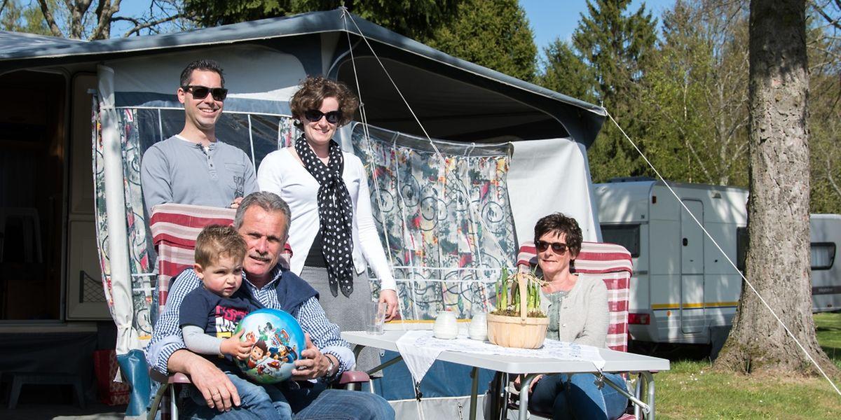 Ingrid und Willem aus den Niederlanden kommen seit zwölf Jahren nach Luxemburg um zu campen. Die Tochter Inge, ihr Ehemann und ihr kleiner Sohn begleiten sie auf ihrer Reise ins Großherzogtum.