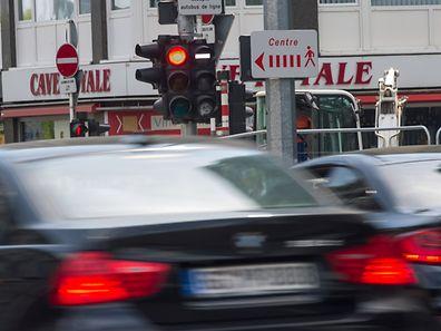 Mit der Informationskampagne will das Ressortministerium Verkehrsteilnehmer unter anderem dazu bringen, rote Ampeln nicht mehr zu überfahren und Vorfahrtsregeln zu beachten.