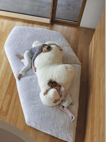 EinKindertraum: das Sofa von Edra mit einem stilisierten Eisbären.