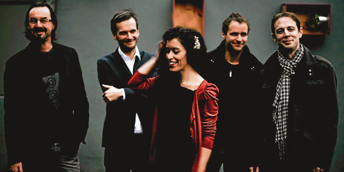 Schlagzeuger Paul Fox hat mit Jitz Jeitz (Saxophon, Klarinette), Claude Schaus (Piano),Laurent Peckels (Bass) sowie der Sängerin Marly Marques vor zwei Jahren eine Band gegründet, die sich schnell einen guten Namen gemacht hat.