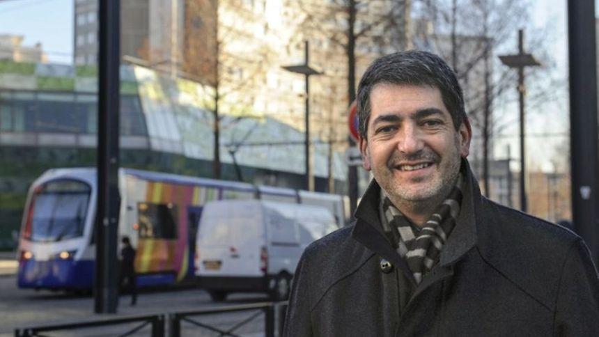 Présenté comme un sarkozyste fidèle aux valeurs de droite, Jean Rottner était jusqu'alors maire de Mulhouse (Haut-Rhin) depuis 2010.