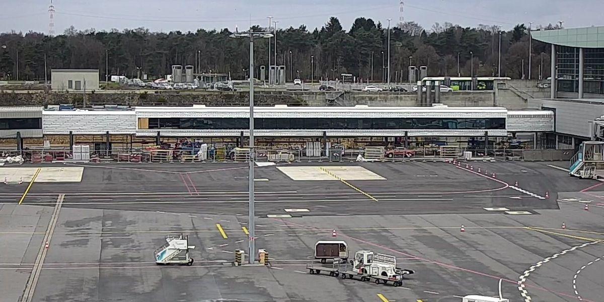 Die Passerelle wird das TerminalA des Flughafens mit dem TerminalB verbinden, das zum Sommer wiedereröffnet wird.