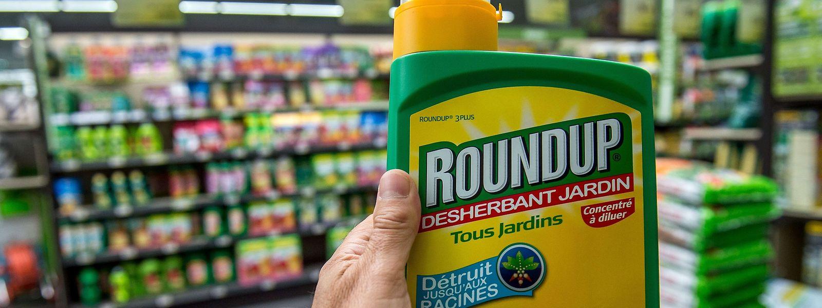 """Monsantos """"Roundup"""" ist das bekannteste Produkt auf Glyphosat-Basis. Das Mittel verschwindet mehr und mehr aus den Supermarktregalen."""