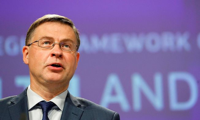 EU Trade Commissioner Valdis Dombrovskis has said a deal will need to be reached by the beginning of November if new tariffs are to be avoided
