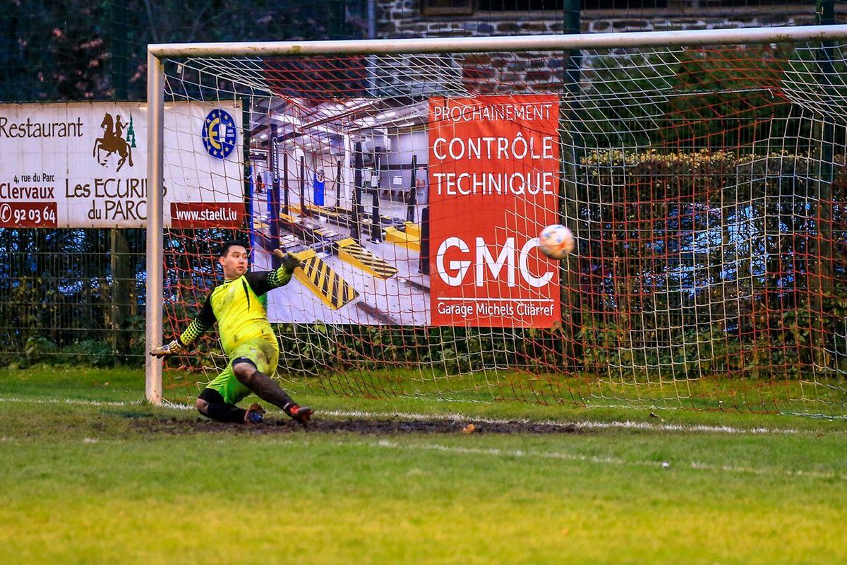 Penalty et ouverture du score pour Clervaux: Modesto Agostinho Soares Ribeiro ne peut rien