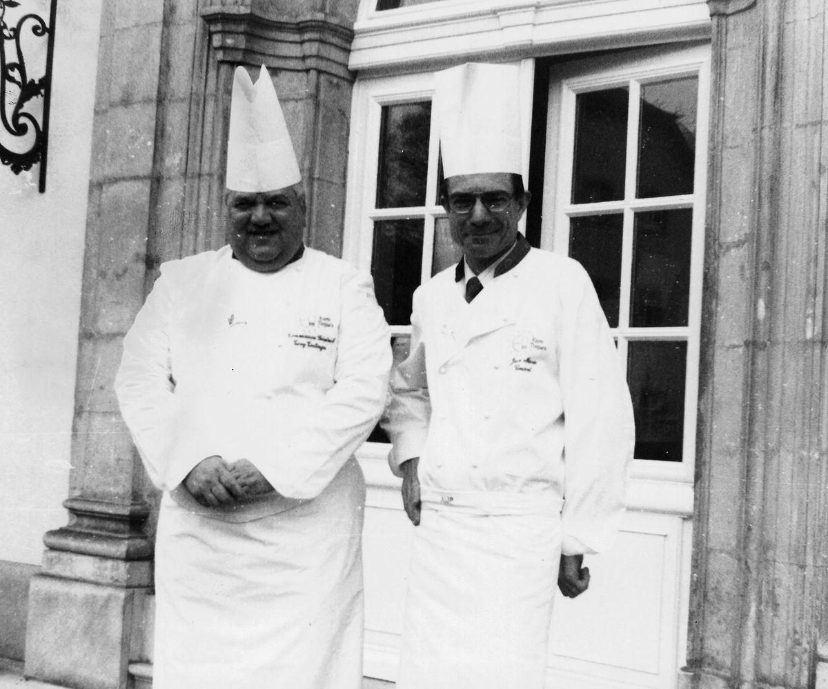 Tony Tintinger (à g.) et son successeur à la présidence d'Euro-Toques Luxembourg en 1996, Jean-Marie Vincent (à dr.).