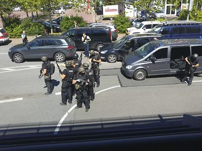 German special police leave their cars after a masked man with a gun and ammunition belt opened fire in a cinema complex in the small western town of Viernheim, near Frankfurt, Germany, June 23, 2016.       REUTERS/Handout/Rhein-Neckar-Fernsehen      ATTENTION EDITORS - THIS PICTURE WAS PROVIDED BY A THIRD PARTY. REUTERS IS UNABLE TO INDEPENDENTLY VERIFY THE AUTHENTICITY, CONTENT, LOCATION OR DATE OF THIS IMAGE. FOR EDITORIAL USE ONLY. NOT FOR SALE FOR MARKETING OR ADVERTISING CAMPAIGNS. NO ARCHIVE. THIS PICTURE IS DISTRIBUTED EXACTLY AS RECEIVED BY REUTERS, AS A SERVICE TO CLIENTS
