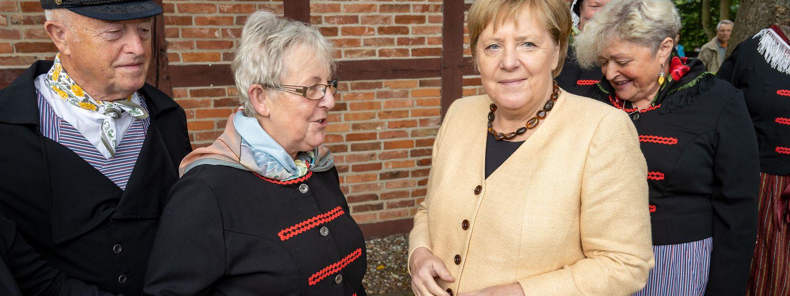 Bundeskanzlerin Angela Merkel (CDU) besucht das Fischerdorf Waase auf der Insel Ummanz in ihrem Bundestagswahlkreis.