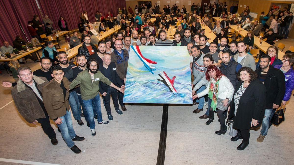 Ein Bild sagt mehr als Tausend Worte. So auch dieses Werk, das von einem irakischen Künstler erschaffen wurde und der Sassenheimer Gemeinde geschenkt wurde.