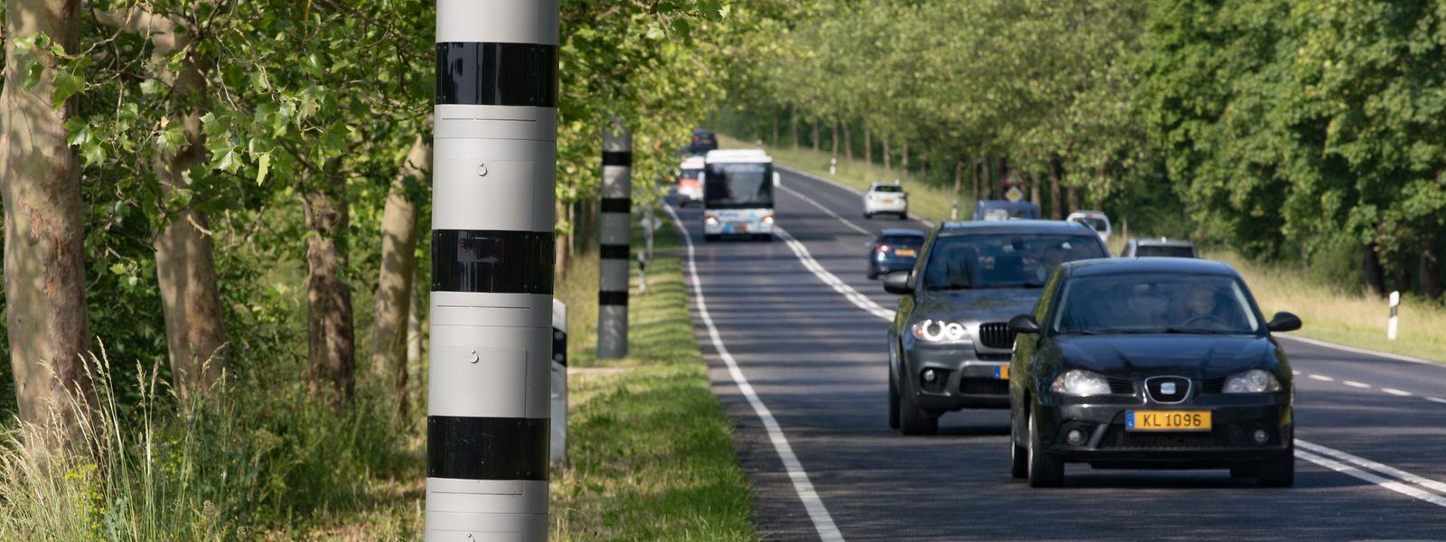 Die neue Anlage zwingt Autofahrer dazu, sich drei Minuten lang an die Geschwindigkeitsbegrenzung von 90 km/h zu halten. Für Lastwagen über 7,5 Tonnen, Busse und Fahrzeuge mit Anhänger liegt die zulässige Höchstgeschwindigkeit auf dem 3,8 Kilometer langen Abschnitt bei 75 km/h.