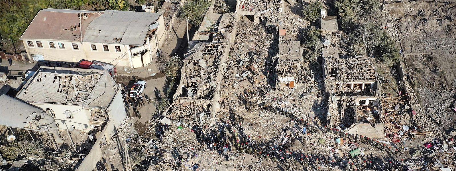 Von vielen Häusern sind nur noch Trümmer übrig.
