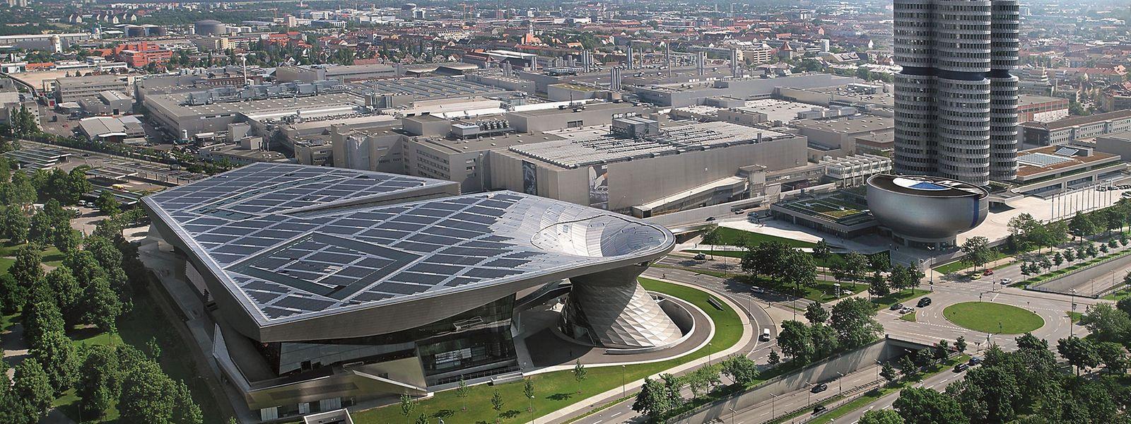 """Architektonische Meisterwerke: Die BMW Welt, das BMW Museum und das """"Vierzylinder"""" genannte Verwaltungsgebäude gehören mittlerweile zu den Wahrzeichen der Stadt München."""
