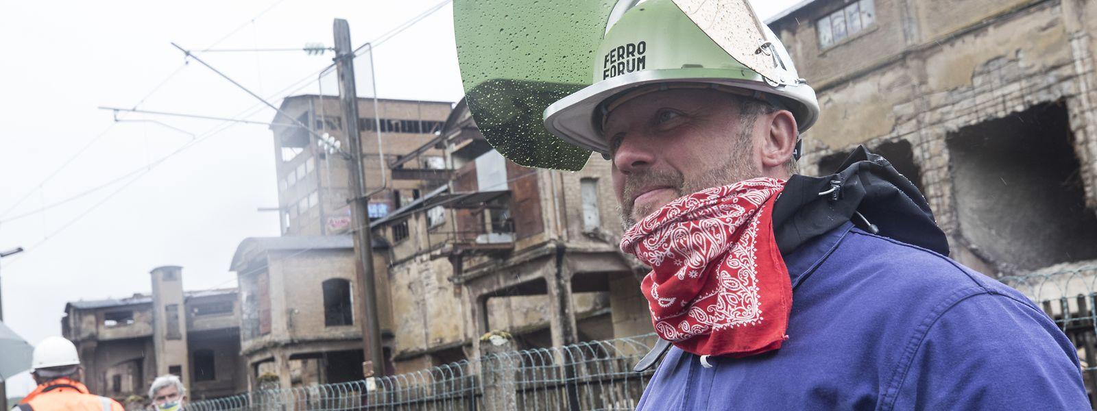 Masque de protection classique ou industriel sur la tête, une quinzaine de personnes sont venues manifester malgré la pandémie.