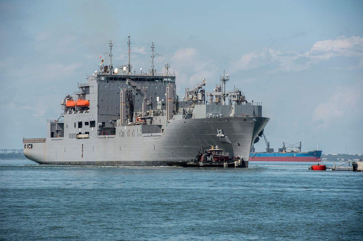 L'US Navy a ordonné lundi à 30 navires de guerre de sa base navale de Norfolk (Virginie) de prendre la mer pour éviter l'ouragan.