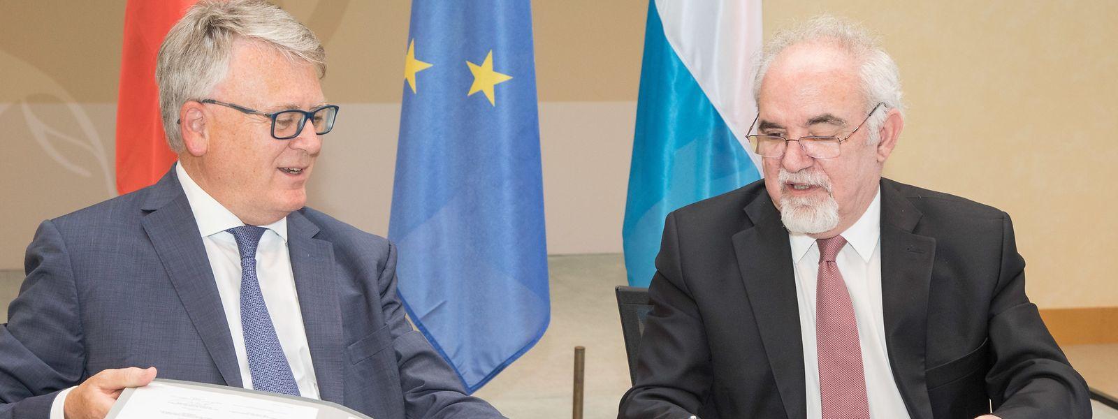 O acordo foi assinado esta tarde no castelo de Senningen, pelos ministros do Trabalho dos dois países, Nicolas Schmit e Vieira da Silva (à dta).