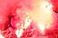 Pyrotechnik führt im Fußball zu drastischen Strafen.