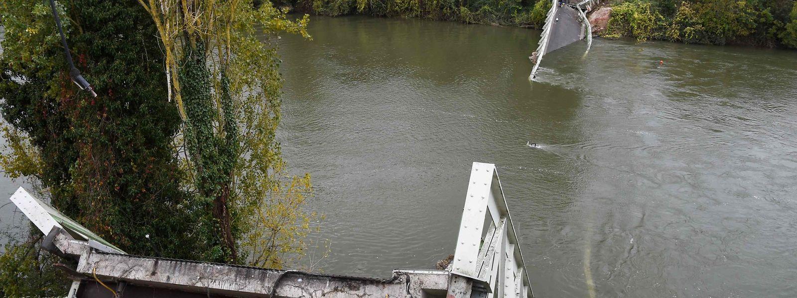 Die Überreste der eingestürzten Brücke über den Tarn.
