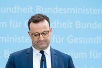 15.03.2021, Berlin: Jens Spahn (CDU), Bundesminister für Gesundheit, äußert sich auf einer Pressekonferenz zur Aussetzung des Corona-Impfstoffs Astrazeneca.  Auch Deutschland setzt Corona-Impfungen mit dem Präparat des Herstellers Astrazeneca vorsorglich aus. Foto: Kay Nietfeld/dpa +++ dpa-Bildfunk +++