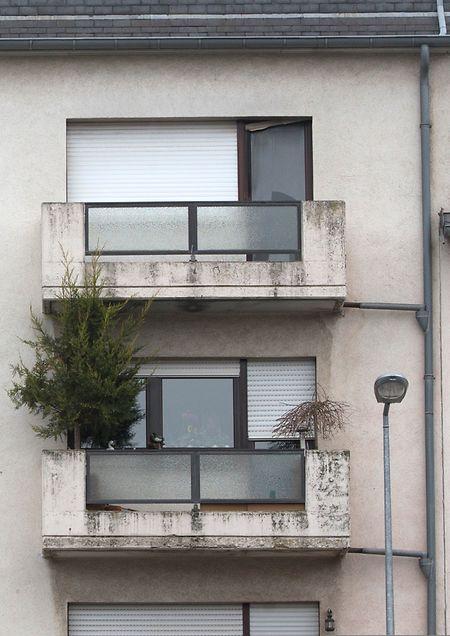 In der Wohnung im dritten Stockwerk fand die Feuerwehr die Leiche eines 30-jährigen Mannes.