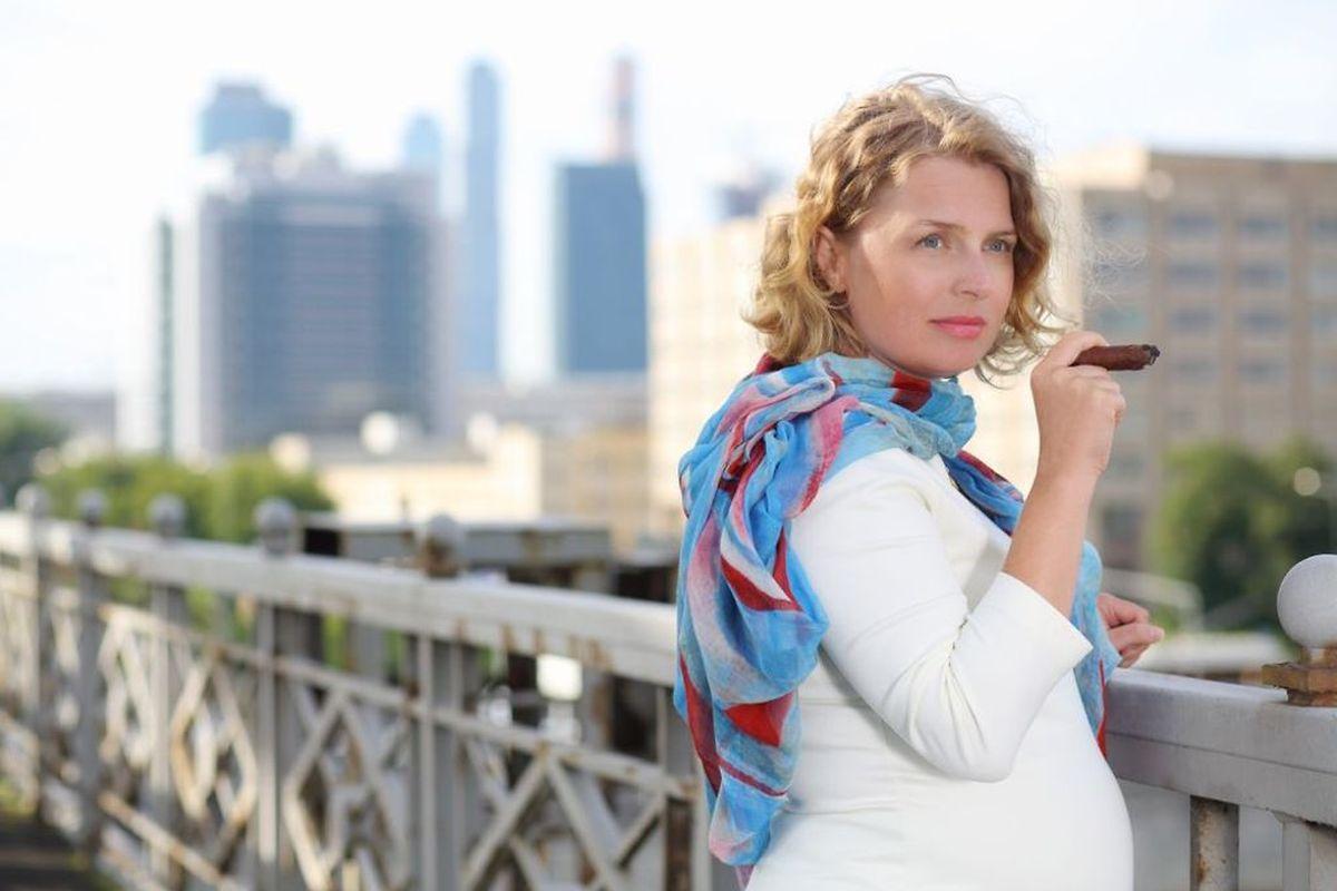 Selon l'Inpes, 17,8% des Françaises fument toujours au 3e trimestre de leur grossesse, ce qui fait de la France, le pays en Europe où les femmes enceintes fument le plus.