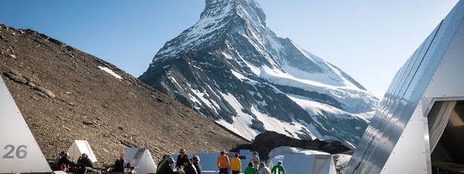 Futuristisch sehen die Metallhütten im Basislager des Matterhorns aus.