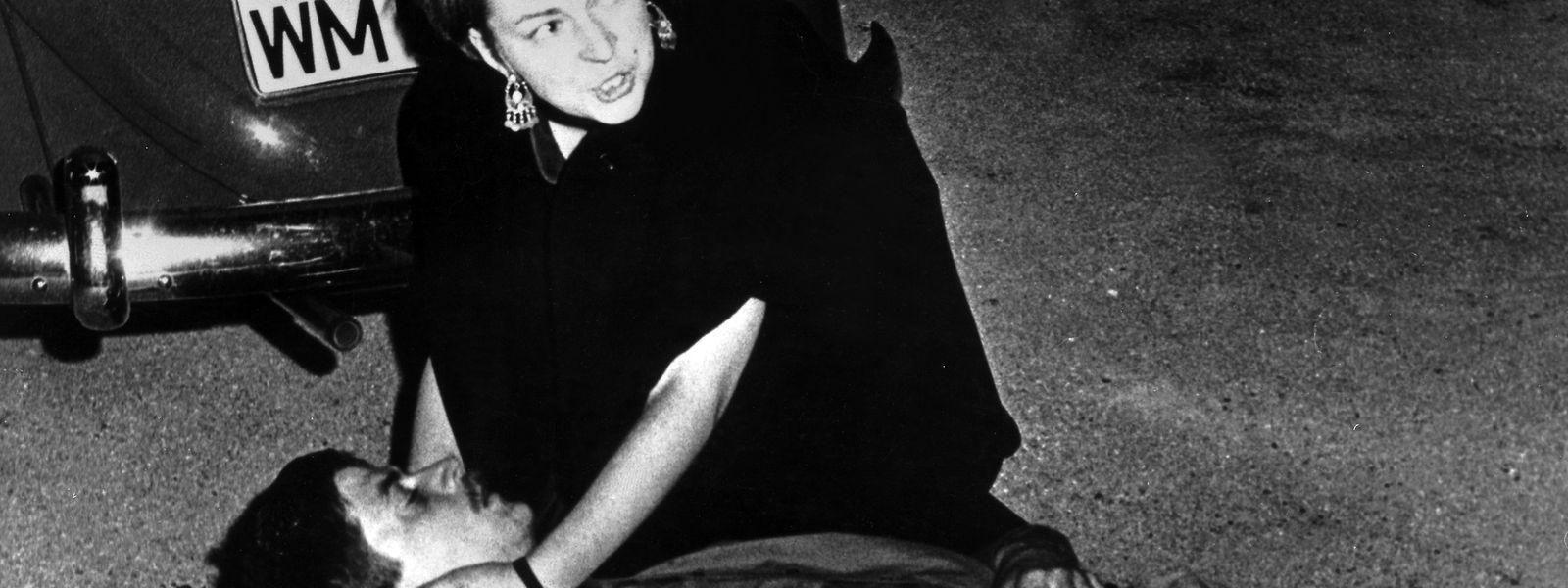 Das Symbolbild für eine Ära des Protests: Der sterbende Benno Ohnesorg liegt auf dem Boden, die Studentin Friederike Dollinger kümmert sich um ihn.