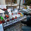 Beileidbekundungen vor dem Redaktionsgebäude von Charlie Hebdo in Paris.