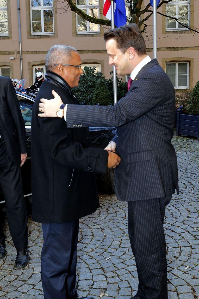 José Maria Neves à chegada ao gabinete de Bettel. Os dois homens já se conheciam: Cabo Verde foi um dos primeiros países que o primeiro-ministro luxemburguês visitou