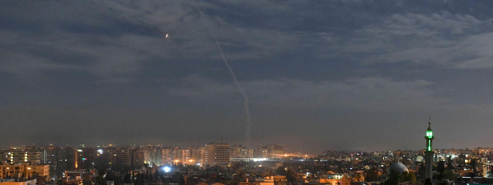 Israelische Raketen im Himmel über Damaskus.