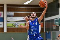 Pit Biever, en blanc, Basket Esch, et Philippe Gutenkauf, Etzella Etelbruck / Foto: Stéphane Guillaume