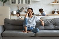 Stressfaktor Heimarbeit: Das Private stört bei der Arbeit und das Berufliche belastet das Privatleben.