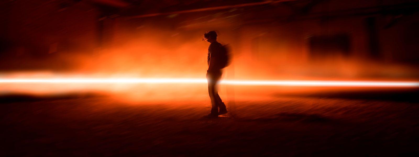 """Das Herzstück der VR-Installation """"CARNE y ARENA (Virtually Present, Physically Invisible)"""": ein mit Sand gefüllter Raum, der plötzlich zur mexikanischen Wüste wird."""