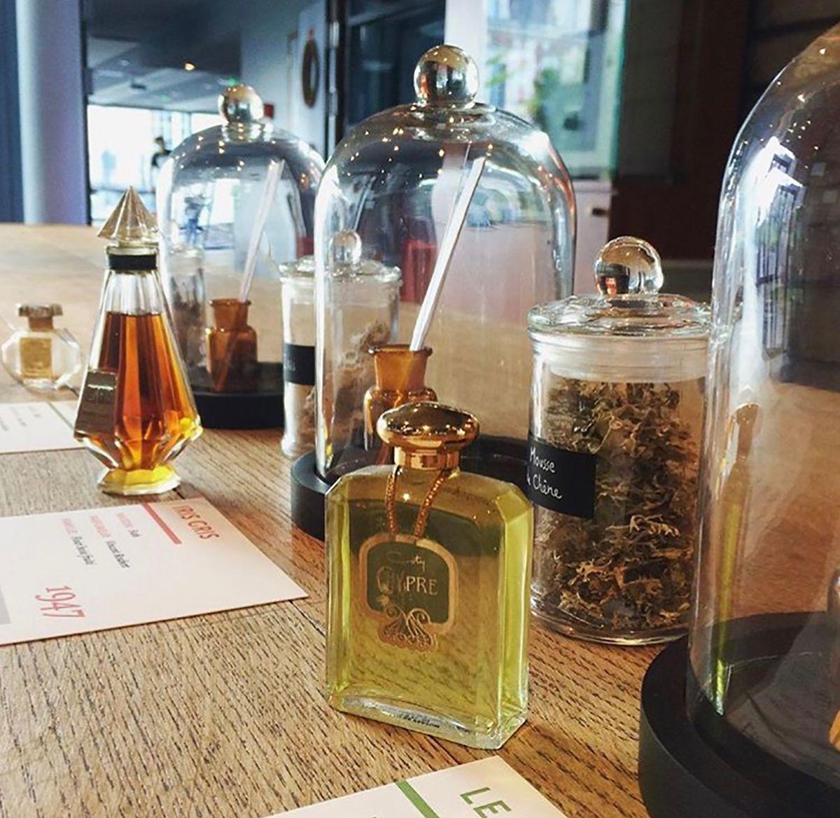 Mithilfe der zur Verfügung stehenden Formeln, lassen sich viele Parfums auch Jahrhunderte nach ihrem Verschwinden rekonstruieren.