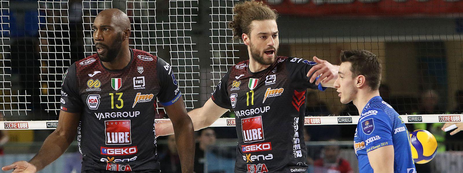 Kamil Rychlicki (Mitte) und seine Teamkollegen müssen erst einmal abwarten.