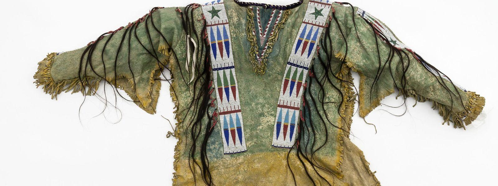 Das Lederhemd von Chief Daniel Hollow Horn Bear, einem Führer der Lakota.