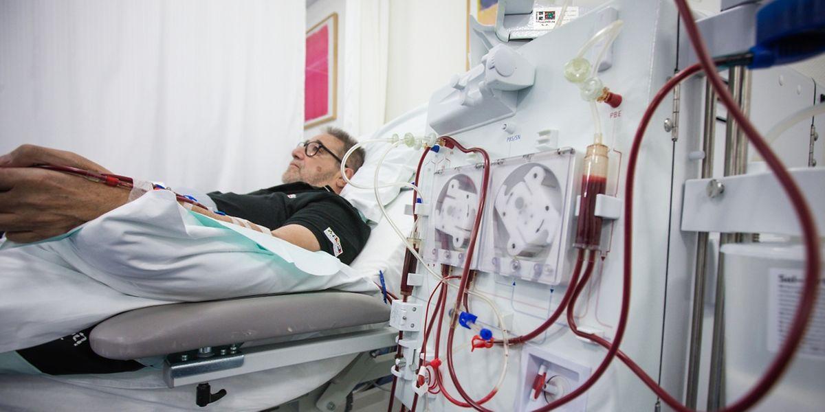 Kranke Menschen müssen jahrelang zur Dialyse, weil es an Organspenden mangelt, die ihre Lebensqualität verbessern könnten.