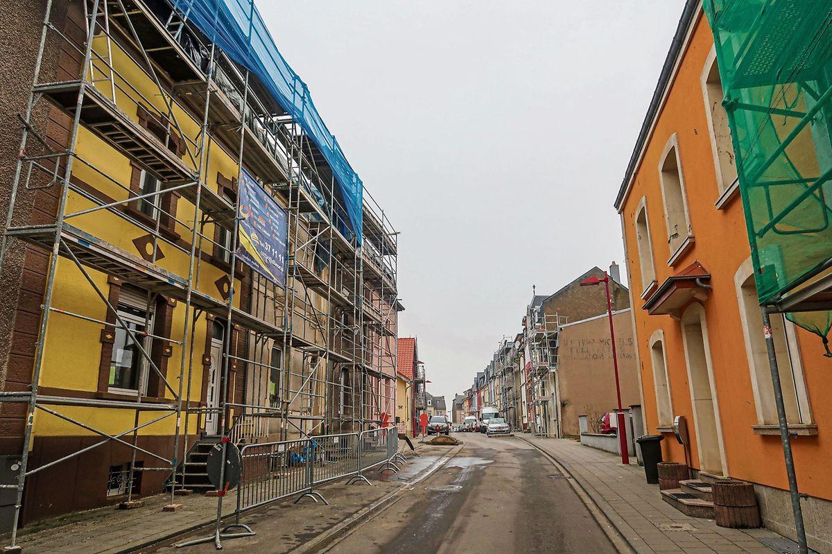 In der Rue Neuve in Petingen herrscht auch knapp sechs Monate nach dem Wirbelsturm kein gewöhnlicher Alltag.